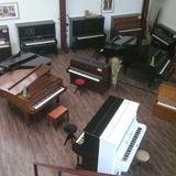 Immer über 40 Klaviere